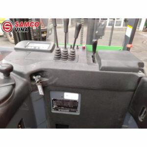 khoang lái xe nâng điện cũ 1.5 tấn