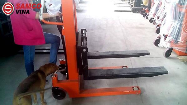 hệ thống thủy lực xe nâng tay cao 1 tấn