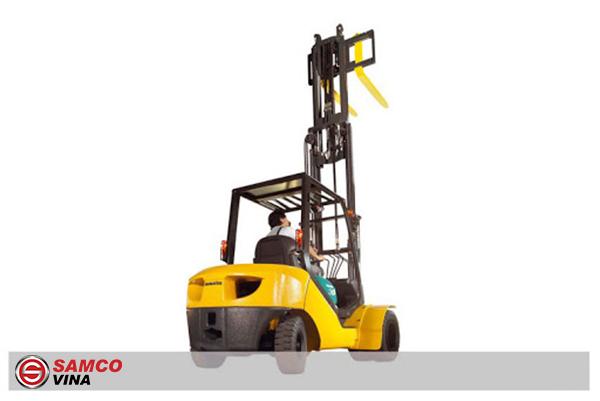 Xe nâng dầu Komatsu 3 tấn nâng cao 4.5 mét