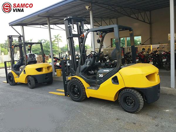 Xe nâng dầu Komatsu 3 tấn nâng cao 4 mét