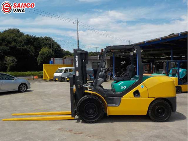 giá xe nâng dầu komatsu 5 tấn