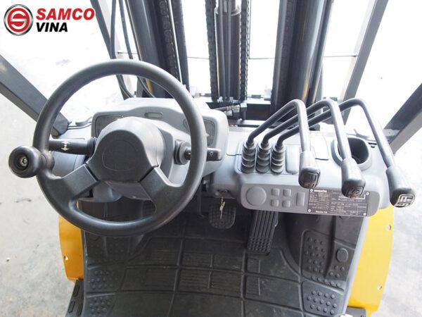 khoang lái xe nâng dầu komatsu 3 tấn