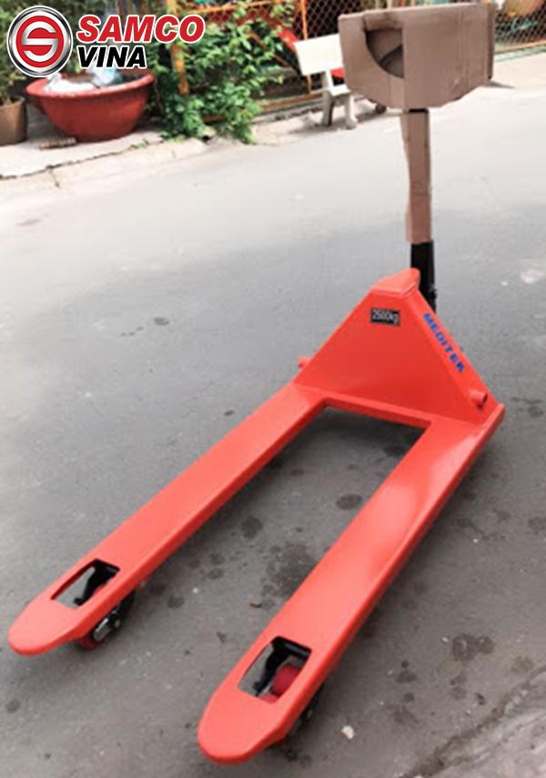 lưu ý sử dụng xe nâng tay thấp 2.5 tấn