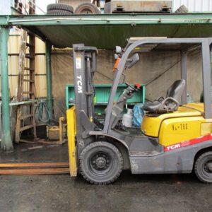 xe nâng dầu tcm 2.5 tấn