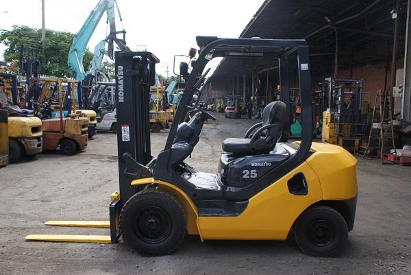 xe nâng komatsu 2.5 tấn