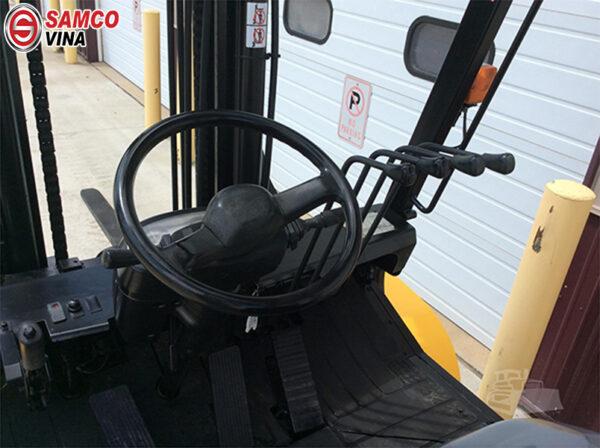 khoang lái xe nâng 7 tấn Komatsu