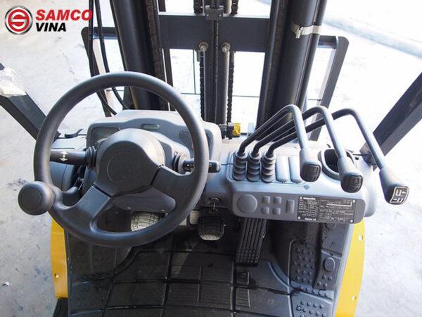 khoang lái xe nâng dầu komatsu 2.5 tấn