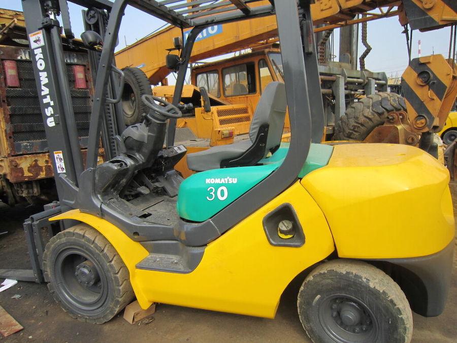 Xe nâng Komatsu 3 tấn FD30-10