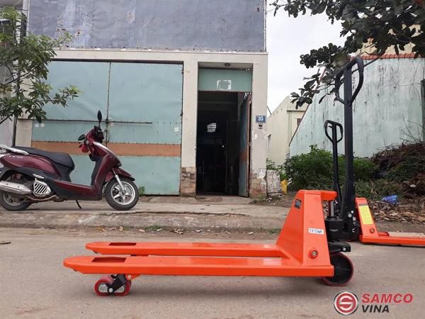 Xe nâng tay thấp thiết kế tiện lợi, dễ thực hiện các thao tác