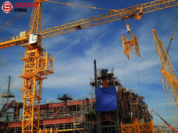 Cần trục tháp: là thiết bị nâng hạ có tay cần gắn trên trụ tháp cao