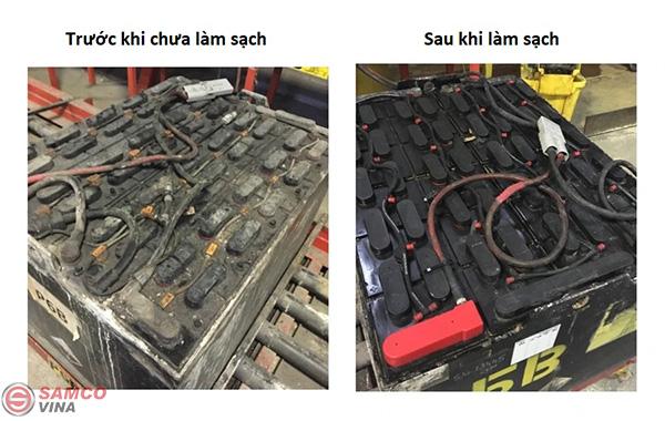 Làm sạch ác quy xe nâng điện