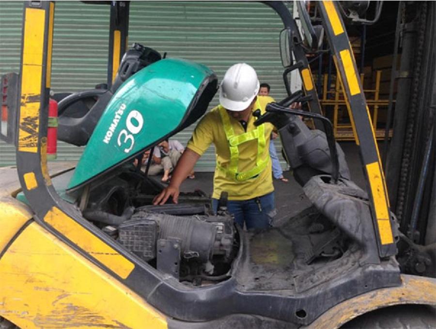Cung cấp dịch vụ sửa chữa xe nâng dầu cho các doanh nghiệp và công ty